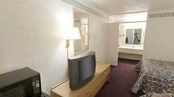 Econo Lodge Carlsbad photos Room