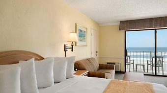 Days Inn Daytona Oceanfront photos Room