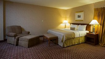 Ramada Topeka Downtown Hotel And Convention Center photos Room