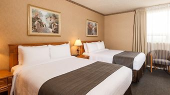 The Glenmore Inn & Convention Centre photos Room