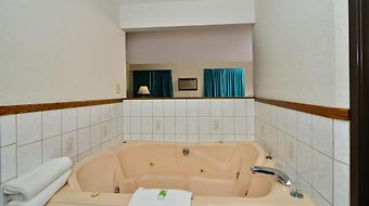 Americas Best Value Inn Clearwater photos Room Jacuzzi Suite