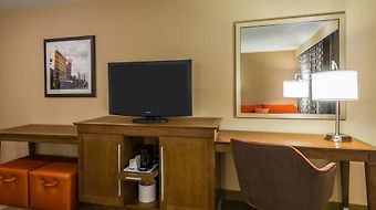 Hampton Inn Airport/ Galleria Mall photos Room