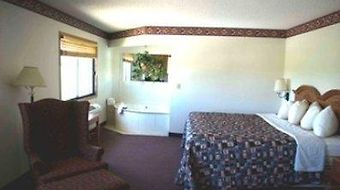 Americinn West Burlington photos Room