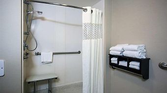 Hampton Inn Sturbridge photos Room Roll In Shower