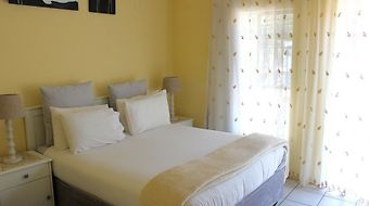Old Vic Travellers Inn Nelspruit photos Room