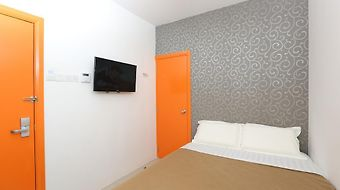 1 Hotel Taman Connaught photos Room