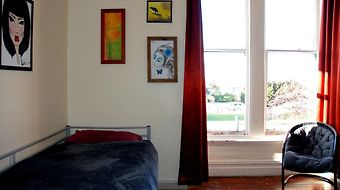 Chillawhile Backpackers Art Gallery photos Room