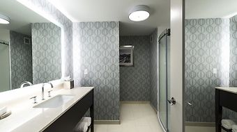 Hampton Inn And Suites Portsmouth/Downtown photos Room Bathroom with Shower