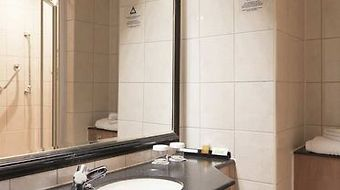 Doubletree By Hilton London Ealing photos Room Guest Room Bathroom