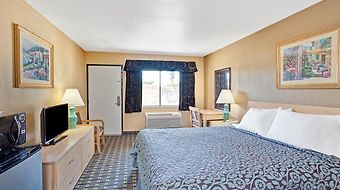Days Inn Whittier Los Angeles photos Room