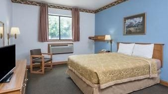 Super 8 Uniontown Pa photos Room 1 King Bed Room