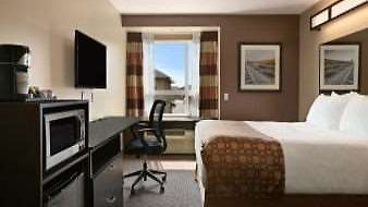 Microtel Inn & Suites By Wyndham Bonnyville photos Room 1 Queen Bed Room
