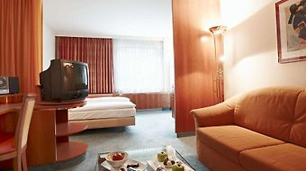 Steigenberger Airport Hotel photos Room Family Room