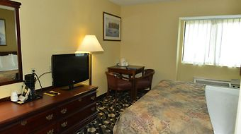 Baymont Inn & Suites Branford/New Haven photos Room