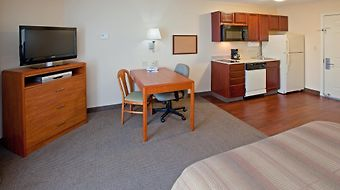 Candlewood Suites Airport photos Room