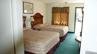Hwy. Express Inn & Suites photos Room Queen Beds