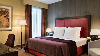 Crowne Plaza Paris Republique photos Room One Queen Bed Club Room