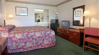 Super 8 Greensboro photos Room