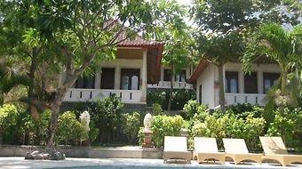 Double One Villas Amed photos Room