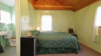 Half Moon Motel & Cottages photos Room