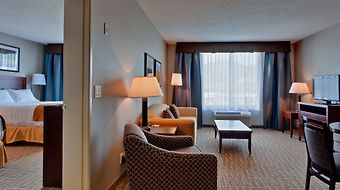 Holiday Inn Express Kelowna Conference Centre photos Room SUPERIOR FAMILY SUITE
