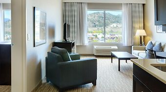 Holiday Inn Express Kelowna Conference Centre photos Room EXECUTIVE SUITE