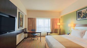 Holiday Inn & Suites Makati photos Exterior Hotel information