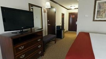 Holiday Inn Express & Suites Tanger Outlets photos Room