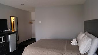 Howard Johnson Inn Gananoque photos Room