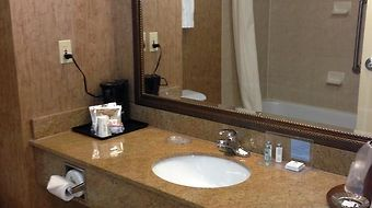 Hampton Inn & Suites By Hilton Montreal-Dorval photos Room
