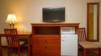 Camelot Inn And Suites photos Room