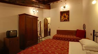 Collodi photos Room