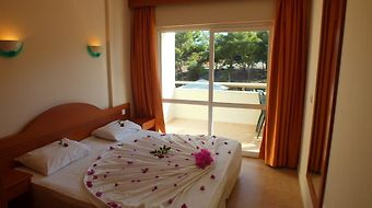 Tuntas  Family Suites Kusadasi photos Room