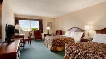 Ramada Plaza Hagerstown photos Room