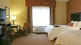Hampton Inn And Suites Sevierville At Stadium Drive photos Room