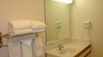 Days Inn & Suites Green Bay Wi. photos Room