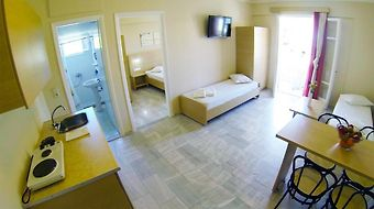 Happyland Hotel Apartments photos Room