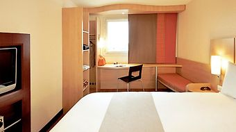 Ibis Barcelona Santa Coloma photos Room