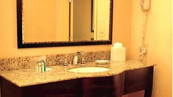 Hampton Inn & Suites Pensacola / Gulf Breeze photos Room