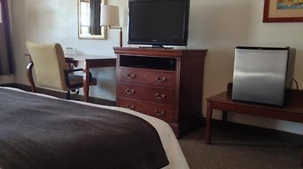 Holiday Hill Inn And Suites photos Room