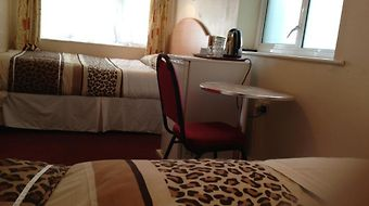 Acton Town Hotel photos Room