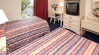 Econo Lodge Inn & Suites Resort - Rehoboth Beach photos Room