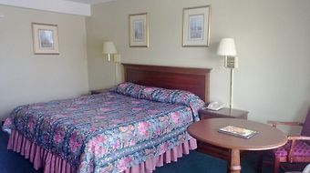 Quarterpath Inn   Suites photos Room