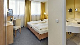Wyndham Garden Duesseldorf City Centre Koenigsallee photos Room Standard Double Room