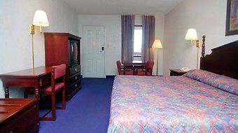 Econo Lodge Inn & Suites photos Room Standard Rooms/Bedroom