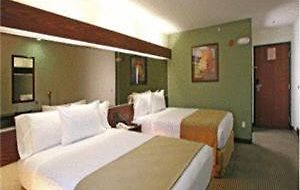 Microtel Inn & Suites By Wyndham Juarez photos Room Queen Room with Two Queen Beds