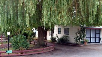 Camellia Court Motel photos Exterior Photo album