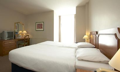 Chelmsford hotels 14 hotels in chelmsford united kingdom cheap and luxury for Braintree freeport swimming pool