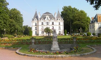chilly mazarin hotels 6 hotels in chilly mazarin france cheap and luxury. Black Bedroom Furniture Sets. Home Design Ideas