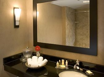 Radisson hotel fargo nd 3 united states from us for Affordable furniture gonzales la